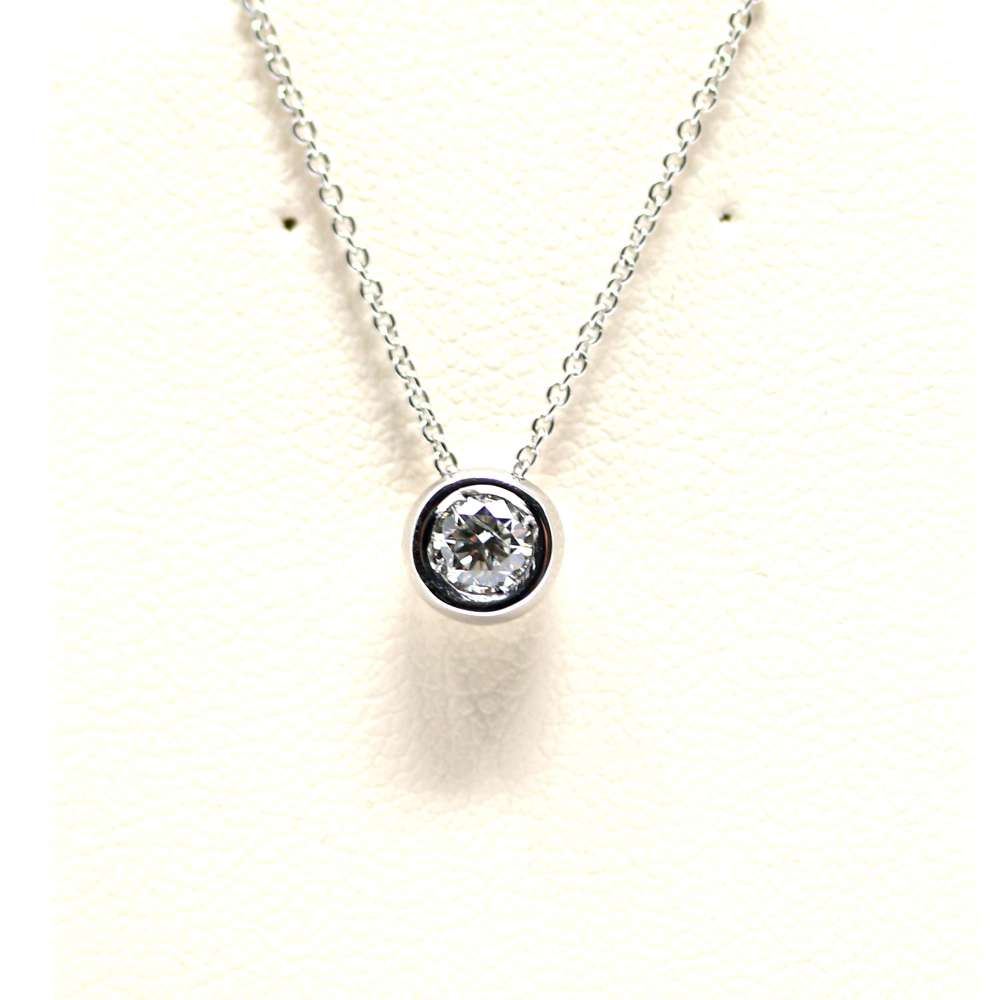 Chain And Pendant In 18K White Gold With Diamond 0,18 Cts