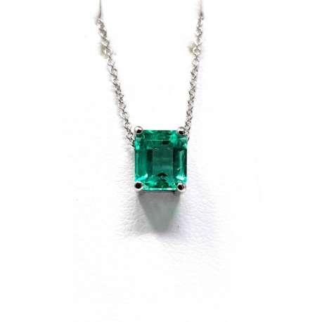 Chain and Pendant 18k white gold. Esmeralda 1,29CT.