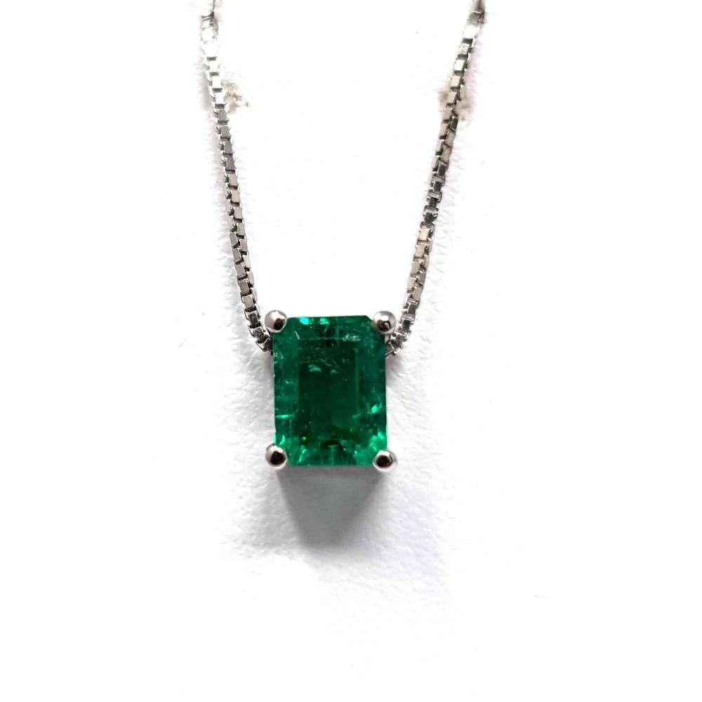 Chain and Pendant 18k white gold. Esmeralda 0,70CT.